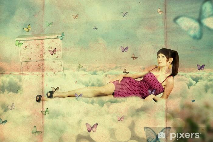 Papier peint vinyle Collage. jeune femme de beauté sur le ciel, dans les nuages - Styles