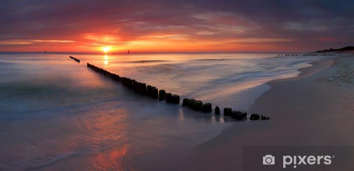 Fototapeta winylowa Piękny wschód słońca na bałtyckiej plaży - Tematy