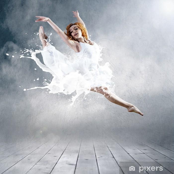 Fototapet av Vinyl Hoppa av ballerina med klänning av mjölk - Teman