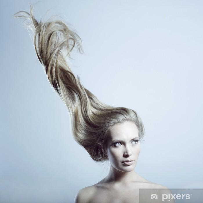 Papier peint vinyle Belle femme aux cheveux magnifique -