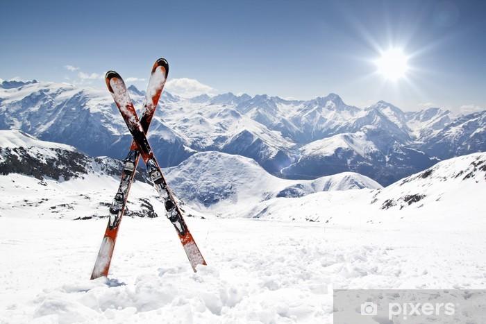 Papier peint vinyle Paire de skis croisés - Sport