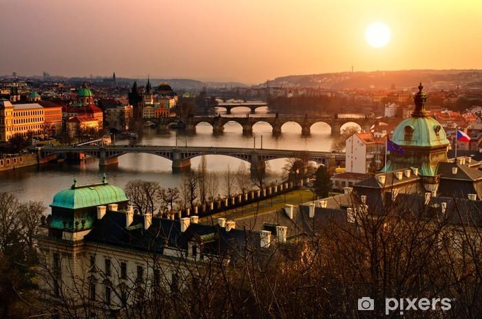 Pixerstick Sticker Panoramisch zicht op Charles bridge en zonsondergang Praag lichten. - Praag
