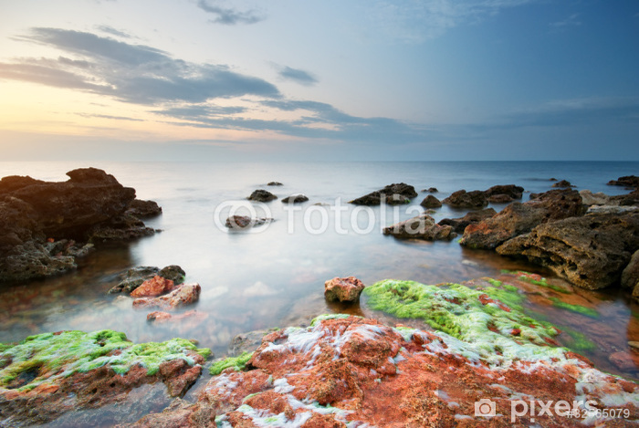 Vinyl-Fototapete Meer und Felsen in den Sonnenuntergang - Wasser