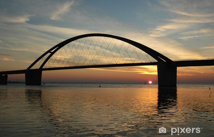 Fototapeta winylowa Zachód słońca na most Fehmarn Dźwięku - Tematy