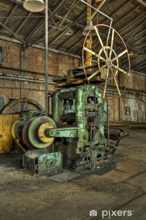 Papier Peint Vieille Machine Rouillee Et Abandonnee Dans L Usine