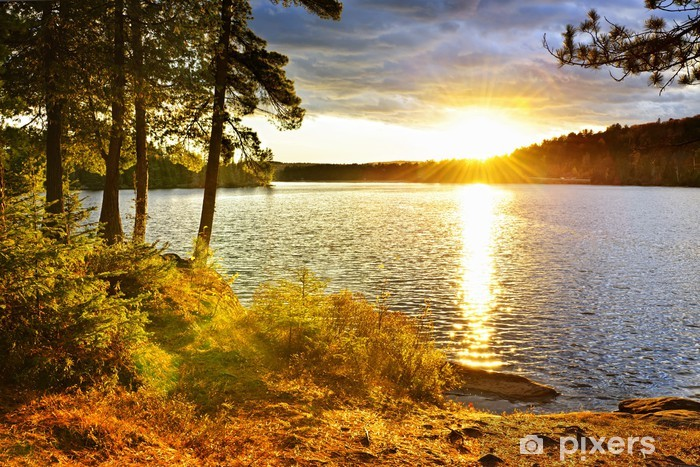 Fototapeta winylowa Zachód słońca nad jeziorem - Tematy