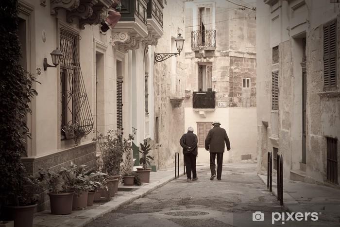 Fototapeta winylowa Retro zdjęcie starej wąskiej uliczce - Tematy