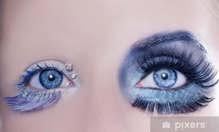 Fototapeta Asymetryczne Niebieskie Oczy Makijaż Makro Zbliżenie Srebrny Winylowa