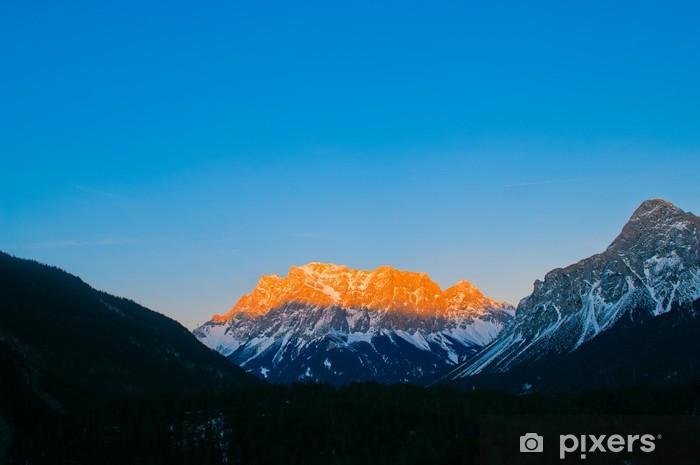 Papier peint vinyle Mt. Zugspitze - La plus haute montagne en Allemagne - Montagne