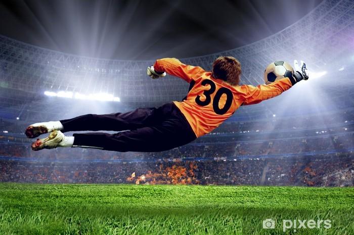 Fototapeta samoprzylepna Goalman piłki nożnej na polu stadionu -