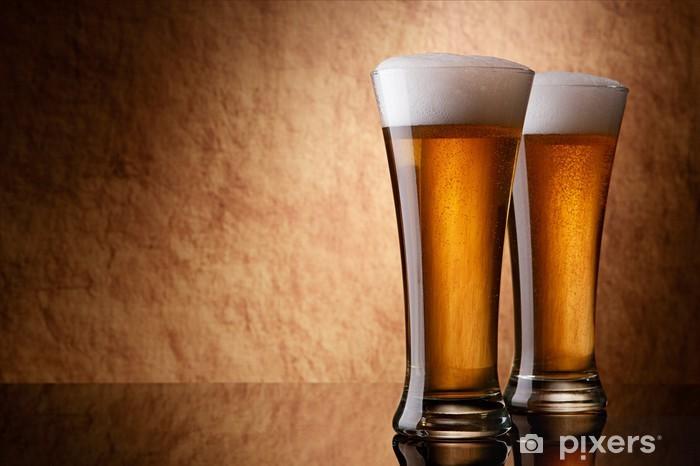 Papier peint vinyle La bière en verre sur une vieille pierre - Repas