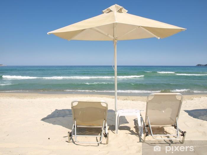 Vinyl-Fototapete Liegen und Sonnenschirme am Strand Karibik - Wasser
