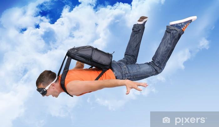 Fototapeta winylowa Ekstremalne człowiek lot ze spadochronem w chmurach - Sporty ekstremalne