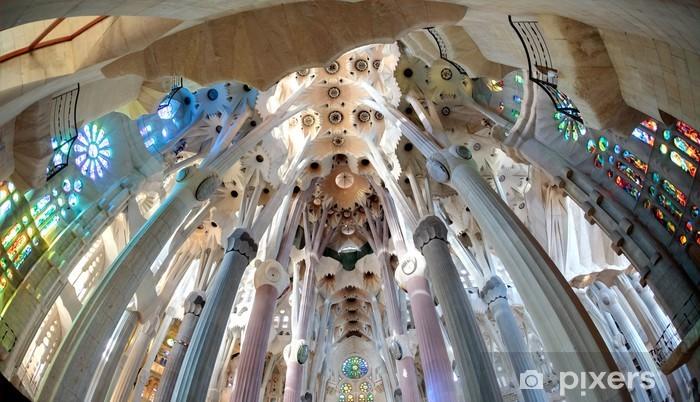Papier peint vinyle La Sagrada Familia - l'impressionnante cathédrale conçue par Gaudi - Bâtiments publics