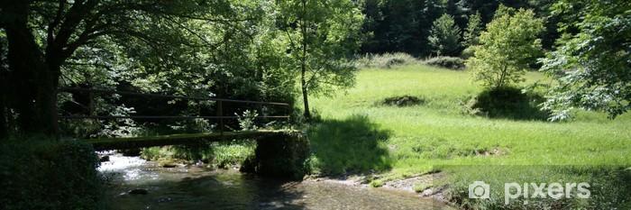 Vinyl-Fototapete Die kleine Brücke über den Bach - Freiluftsport