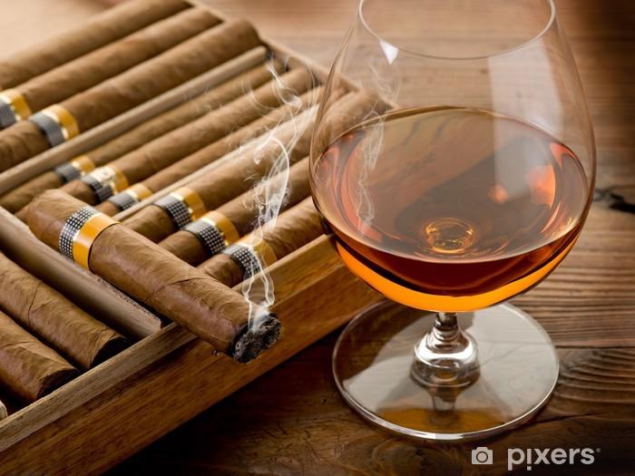 Papier peint vinyle Cigare cubain et cognac sur fond de bois - Réussite