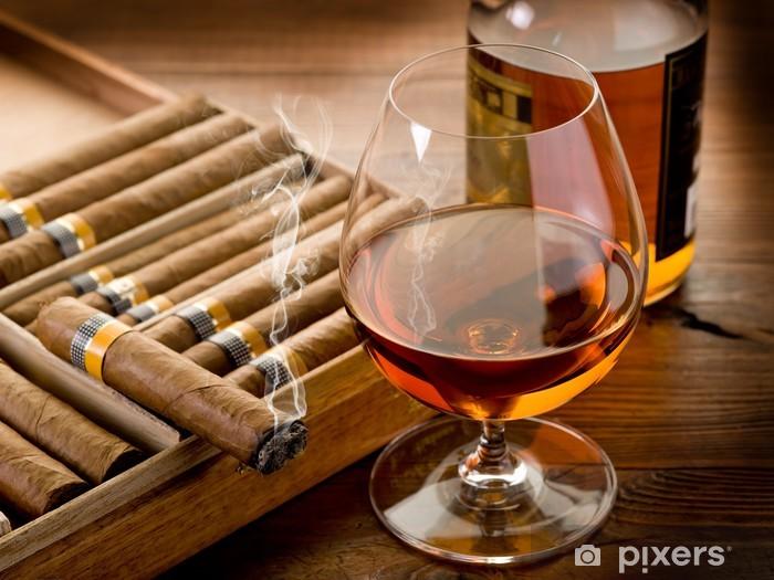 Sticker Pixerstick Cigare cubain et une bouteille de cognac sur fond de bois - Réussite