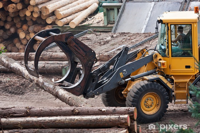 Nálepka Pixerstick Kolový traktor odvoz kulatiny na pile. - Těžký průmysl