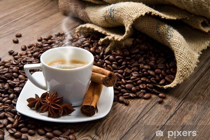 Pixerstick Aufkleber Kaffeetasse mit Sack von gerösteten Bohnen auf rustikalem Tisch - Themen