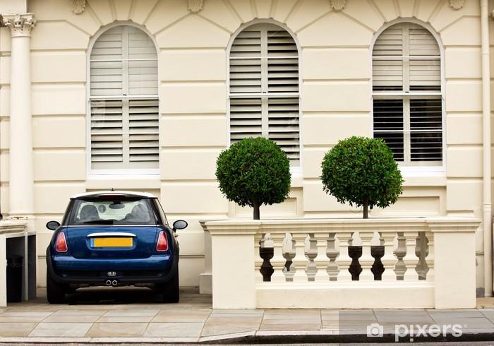 Papier peint vinyle Petite cour anglaise avec Mini Cooper - Europe