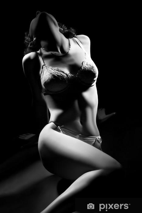 Naklejka Pixerstick Sexy ciało kobiety w bielizna na czarnym tle. - Bielizna
