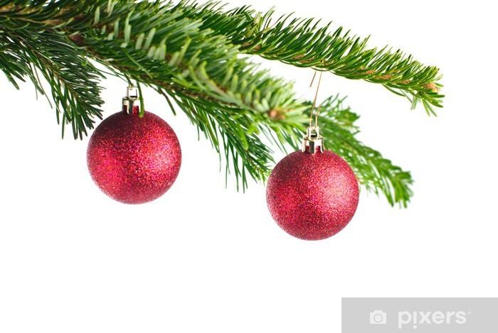 Designer Christbaumkugeln.Rote Christbaumkugeln An Tannenzweig Isoliert Auf Weiß Wall Mural Vinyl
