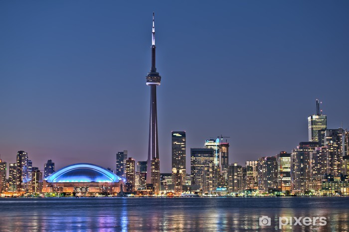 Fototapeta winylowa Toronto noc skyline CN Tower w centrum wieżowce zachód słońca Canad - Tematy