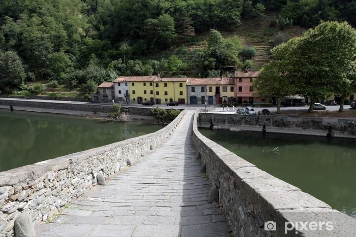 Naklejka Pixerstick Ponte della Maddalena przez Serchio. Toskania - Europa