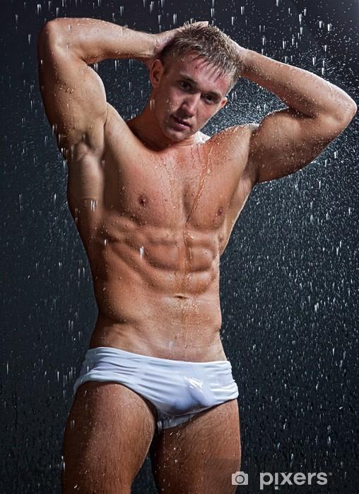 Papier peint vinyle Muscle humide sexy posant jeune homme nu sous la pluie en studio - Beauté et soins du corps