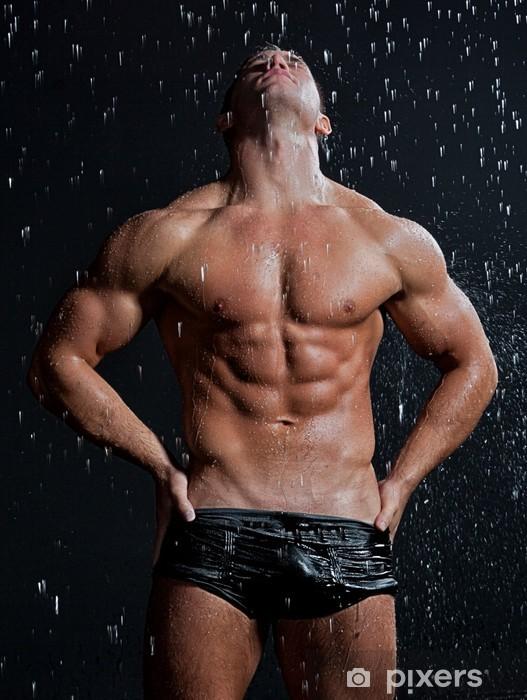 Papier peint vinyle Muscle humide sexy posant jeune homme nu sous la pluie en studio - Hommes