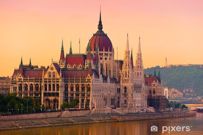 Papier peint vinyle La Chambre du Parlement, Budapest, au lever du soleil - Europe