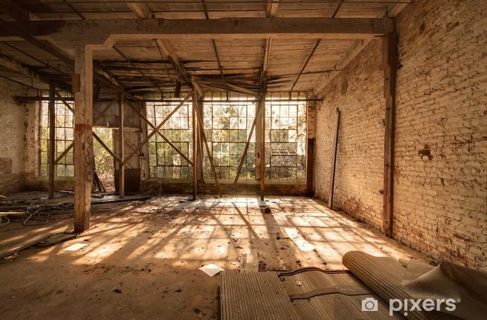 Vinyl-Fototapete Alte, verlassene Fabrik - Fabrikgebäude und Betriebsgebäude