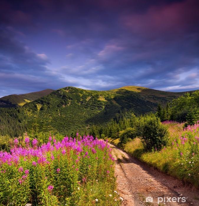 Sticker Pixerstick Paysage d'été belle dans les montagnes. Coucher du soleil - Thèmes