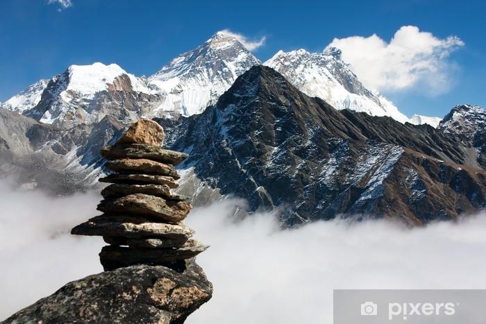 Naklejka Pixerstick Widok na Everest z człowiekiem kamienia z Gokyo Ri - Tematy