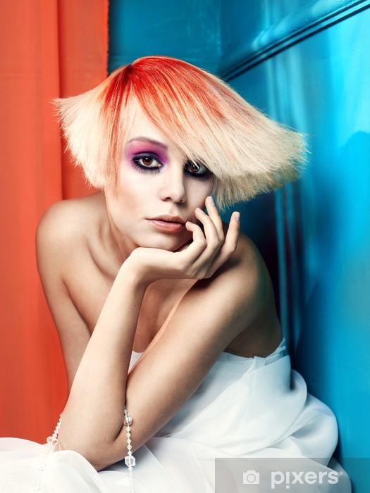Papier peint vinyle Dame avec les cheveux blanc-rouge - Beauté et soins du corps