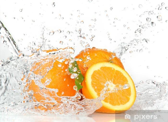 Papier peint vinyle Orange fruits avec de l'eau éclaboussant - Destin
