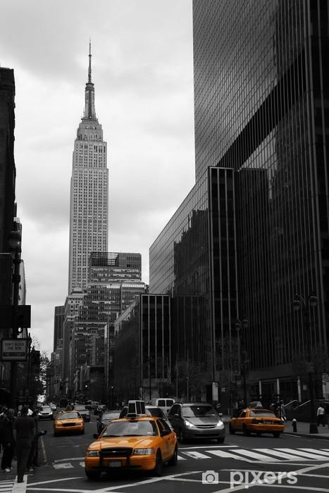 Fototapeta winylowa Żółte taksówki na 35th Street, Manhattan, New York -