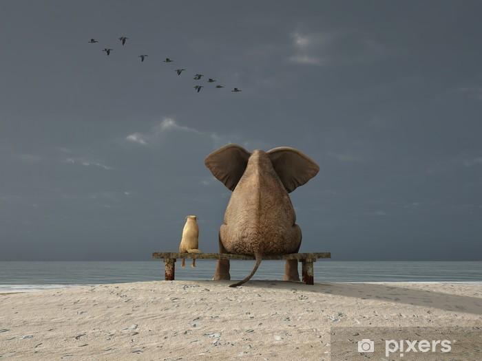 Naklejka Pixerstick Słoń i pies siedzieć na plaży - iStaging