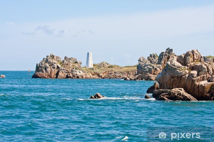 Fototapeta winylowa Skaliste wybrzeże z punktów orientacyjnych w Bretanii, Francja - Woda