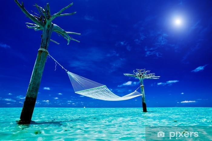 Sticker Pixerstick Vide au-dessus des eaux hamac au milieu du lagon tropical - Vacances