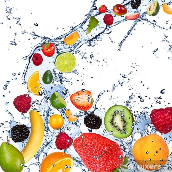 Naklejka Pixerstick Owoców objęte w plusk wody, odizolowane na białym tle - Maliny