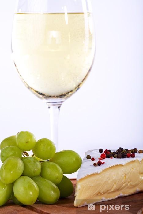 Fototapeta winylowa Wein Trauben mit Weiswein und Käse, bliska - Sery
