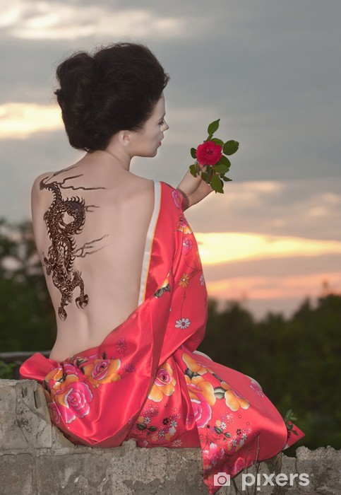 Pixerstick Sticker Geisha met dragon tattoo bij zonsondergang - Tattoos