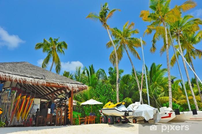 Naklejka Pixerstick Pięknej tropikalnej plaży piasek z palmami - Wakacje