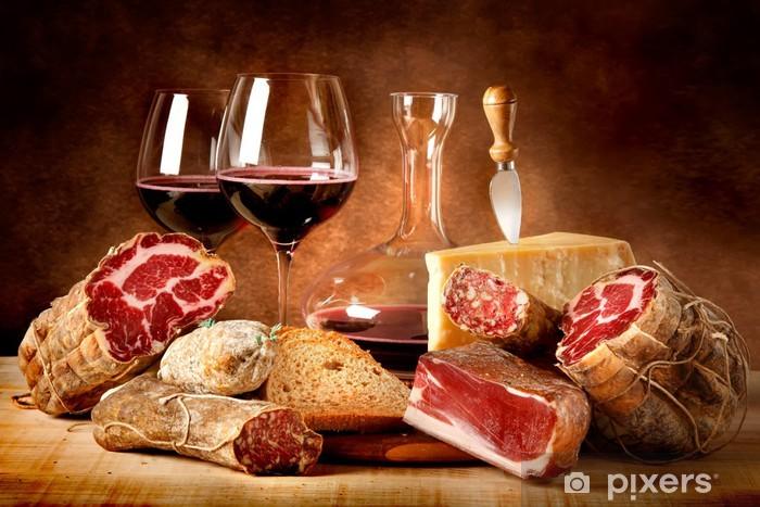 Fototapeta winylowa Kiełbaski z serem i czerwonym winem - Tematy