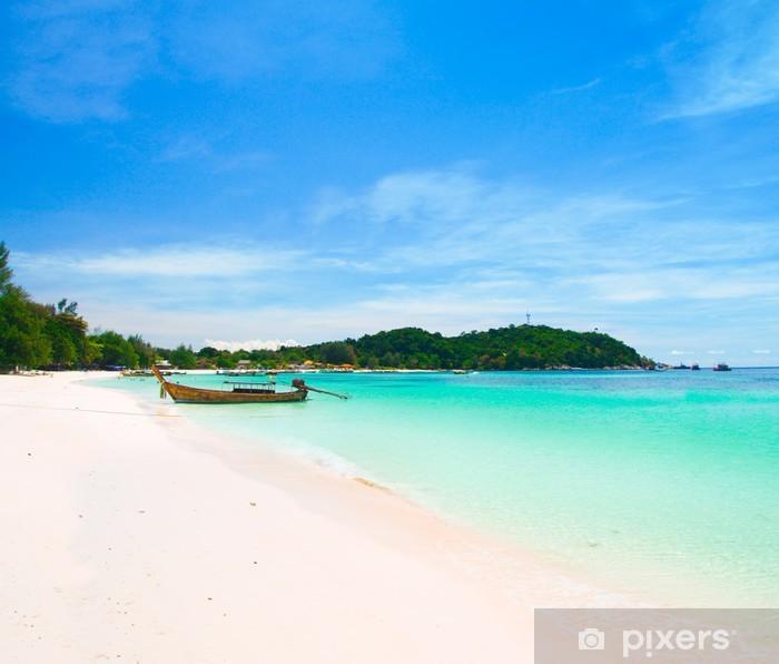 Fototapeta winylowa Piękna plaża na Koh Lipe, Andaman morza, Tajlandia - Woda