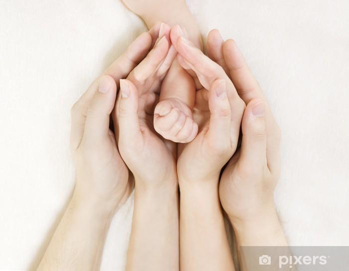 Pixerstick Dekor Barnets hand innanför föräldrarnas händer - Familjeliv