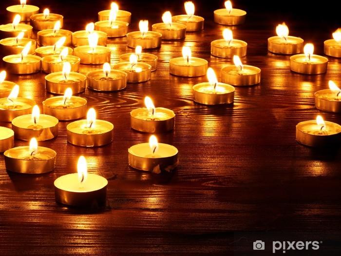 Pixerstick Aufkleber Gruppe von Kerzen auf schwarzem Hintergrund. - Nationale Ereignisse