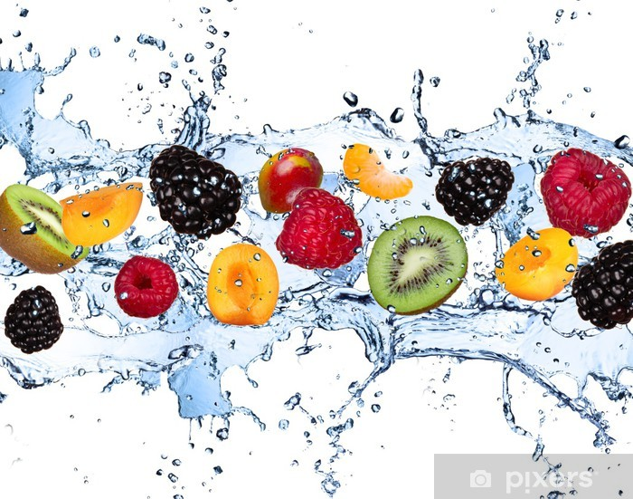 Fotomural Estándar Frutas frescas en salpicaduras de agua, aislados en fondo blanco - Frambuesas