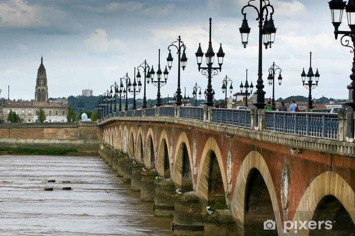 Papier peint vinyle Pont de Pierre à Bordeaux - France